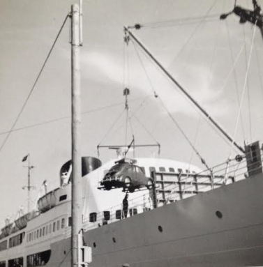 Vores lille Renault på vej ombord på færgen til New Castle 1966