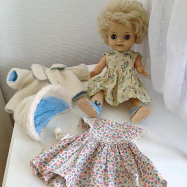 Dukke Lise og tøj fra omkring 1960