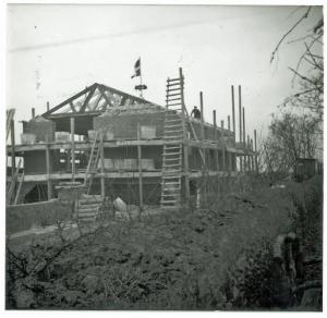 huset set fra havelågen og Eskærs have
