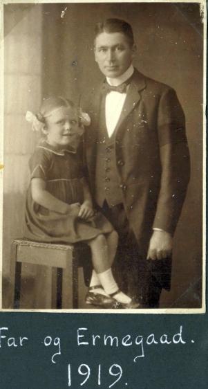 min morfar Emry med sørgebind