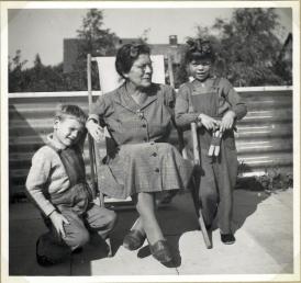 Fru Eskær og Torben og jeg i 1956