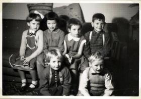 Vores 7 års fødselsdag 13. januar 1958. Bobby nederst til højre