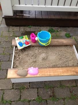 Sandkasse med retroskovle mm