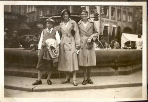 Min far og hans søstre ved Storkespringvandet omkring 1933