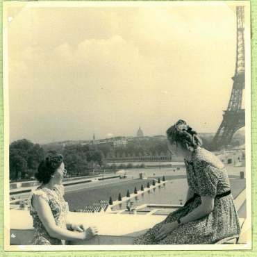 Mor og faster Else til højre i Paris