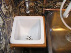 En af vaskene i vaskekælderen vist nok til malerpensler