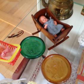 Spændet fra barndommen og hinkesten fra museums shoppe