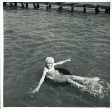 Jeg med badehætte ved Nysted på Lolland