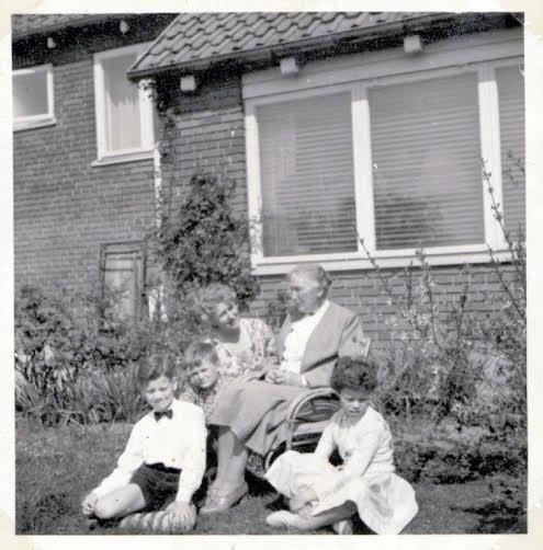 mormors fødselsdag på Dværvbakken. Fra tiden me filmen