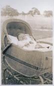 En fjern slægtning Ejner født i Australien i kurvefletvogn sidst i tyverne