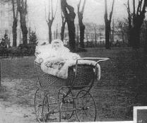 Lille Ruth i kurvevogn Dorthe Lohmanns billede