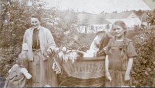 min mor Ruth i kurvevogn pinsen 1924