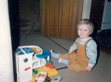 Ditlev leger med Playmobil garagen