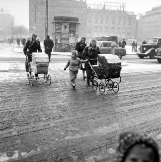En vinterdag ved Rådhuspladsen først i 1950-erne Fotograf ukendt