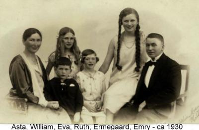 Asta og familien i Holbæk. Min mor er Ruth, den lille med bånd om håret