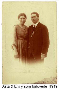 Forlovelsesbillede af Asta og Emry