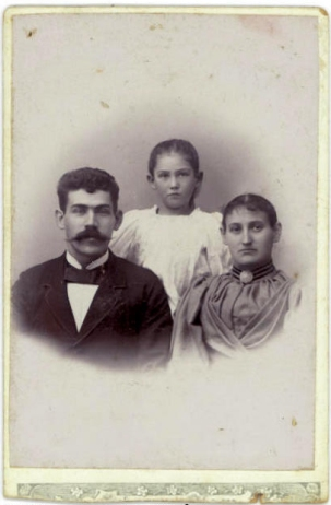 Villiam og Laura med Asta ca 8 år i 1898