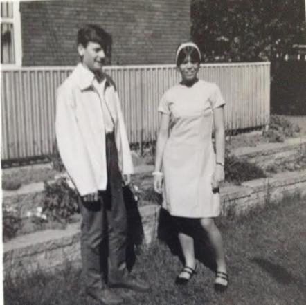 Torben og jeg i haven sommeren 1967 kjolen var af svag lyserødt uld