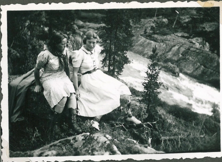 Ruth til venstre og Gurli til højre
