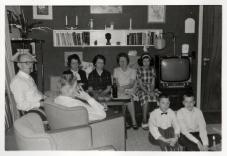 Vi er trætte efter julfrokosten. 1962