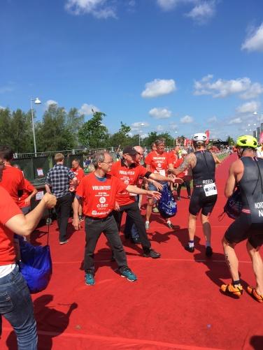 Løbeklubben hjælper ved Triatlon eventen