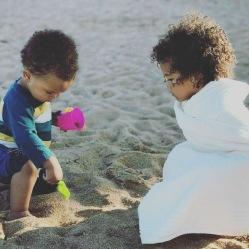 Oliver og Zoe på stranden i Sydafrika september 2017