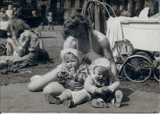 Jytte Bassets billeder fra Ørstedparken i begyndelsen af 50erne