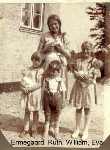 Ermegaard med sine søskende 1929
