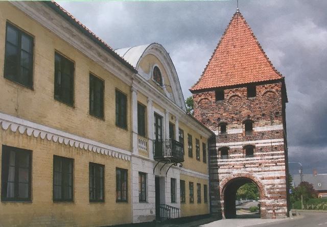 Billedet af den gamle byport i Stege er fra et blad, jeg fandt i gemmerne.