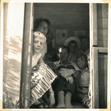 Hele familien i legehuset 1959