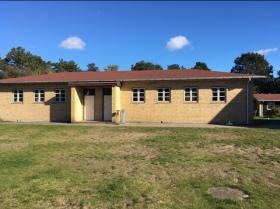 Asnæs Lyngvej Nordvest Sjælland. Sovesalen på Sejerborg kolonien set fra haven og vandsiden i 2017