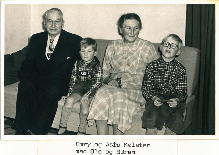 Mine fætre Ole og Søren med deres morforældre