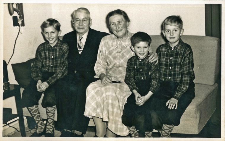 Mine fætre Niels, Jens og Carl-Erik med deres morfar og mormor