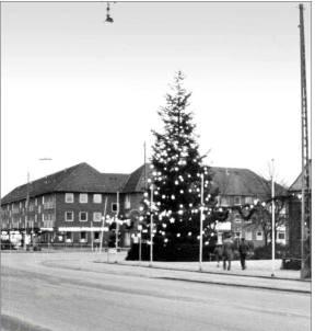 Herlev med juletræ i Ringvejskrydset. Foto Herlev Lokalarkiv
