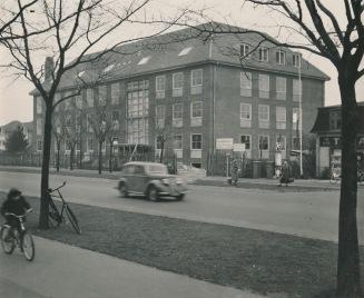 Det tidligere Herlev Rådhus og Posthus på Ringvejen. Bygningen er revet ned for et par år siden. Foto Herlev Lokalarkiv