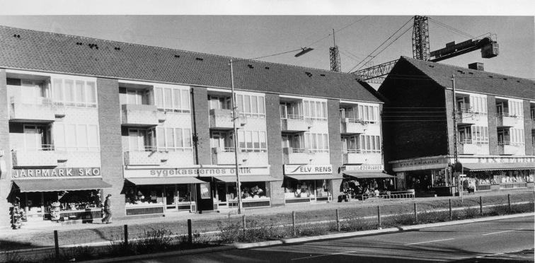 """""""Hollywood"""" på Herlev Hovedgade, mens Punkt 1 bygges i begyndelsen af 1970erne. Foto Herlev Lokalarkiv"""