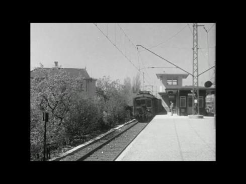 Stationen i Herlev. Toget er ankommet fra Ballerup mod København. Foto Herlev Lokalarkiv