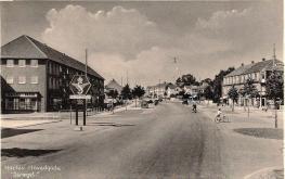Frederiksundsvej/Herlev Hovedgade og Ringvejen med en rundkørsel. Foto Herlev Lokalarkiv