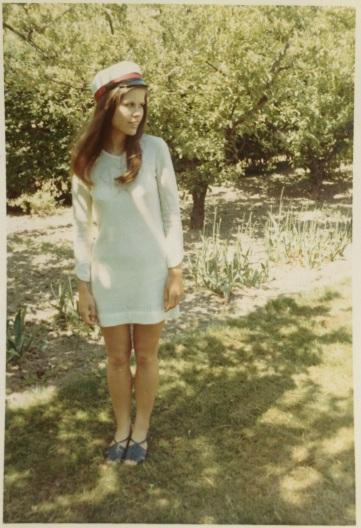 Studenterbillede i haven med Margit Brandt kjole